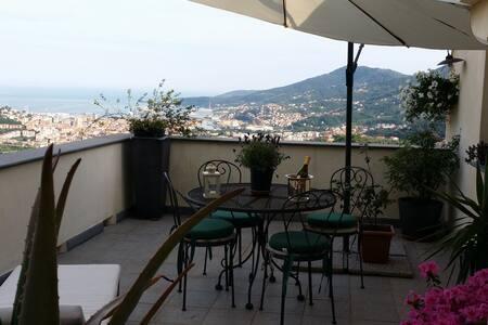 Master bedroom Collina sul mare - La Spezia - Inap sarapan