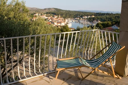 Romantic house with amazing view - Milna - Casa