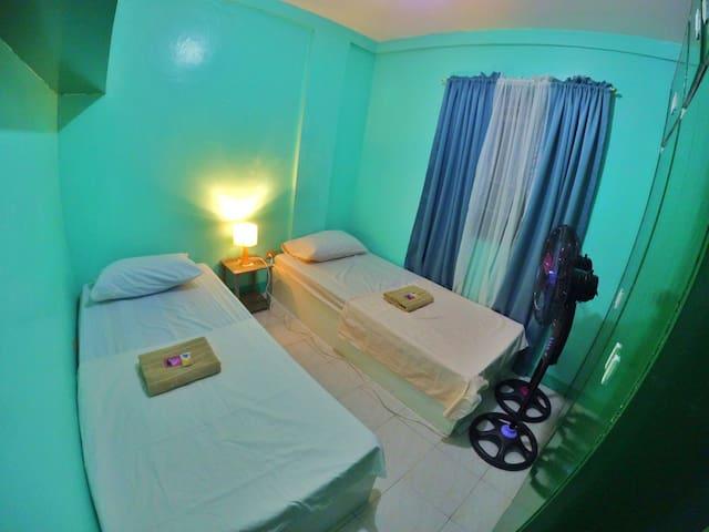 Twin Aircon Room near Manila Airport(NAIA) 1,2,3,4