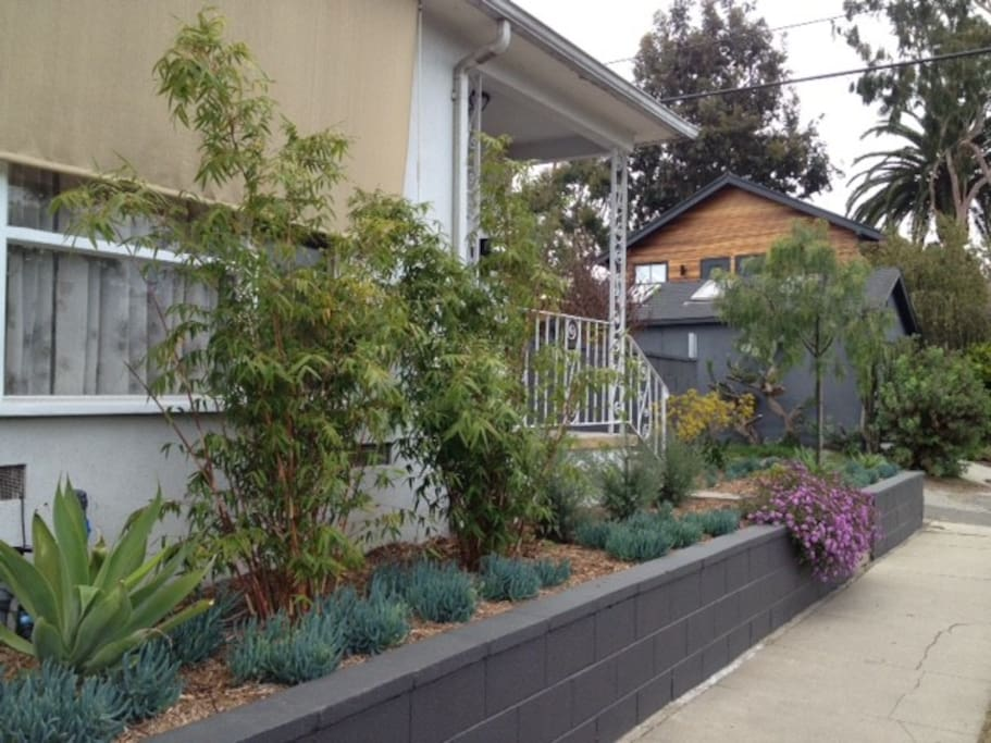 Original 50's Venice bungalow completely refreshed and super comfortable