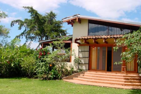 Pristine Paradise Garden Apartment - Santo Domingo de Heredia - Vendégház