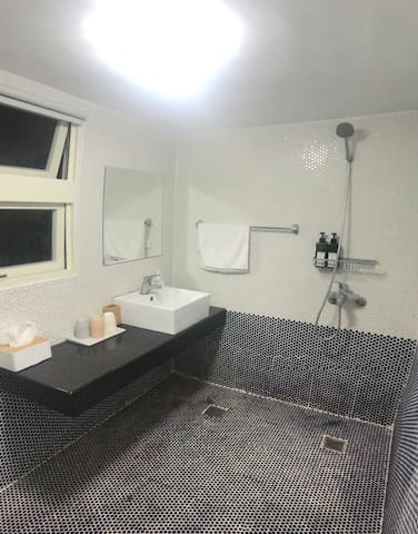 Modern simplicity style cozy room - Shower room
