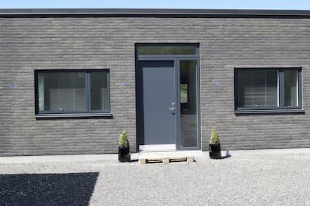 Naturskønt, smukt og roligt i nybygget ejendom - 1