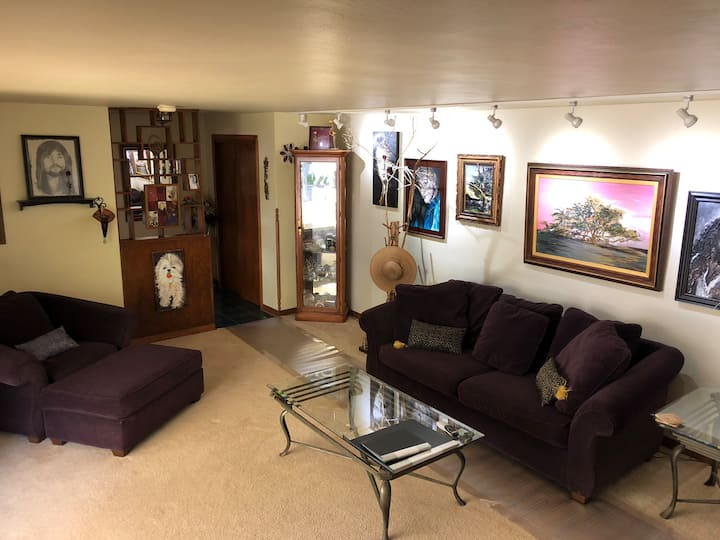 Warm and cozy home 8 minutes away from Lambeau!