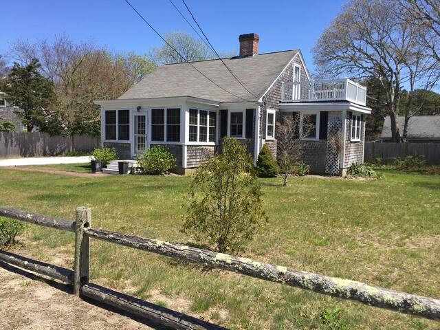Charming 4BR Cottage- Close to Nantucket Sound