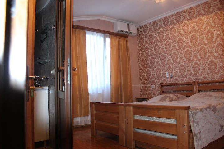 Privet room, Koba guesthouse, 2 - Borjomi - Linna