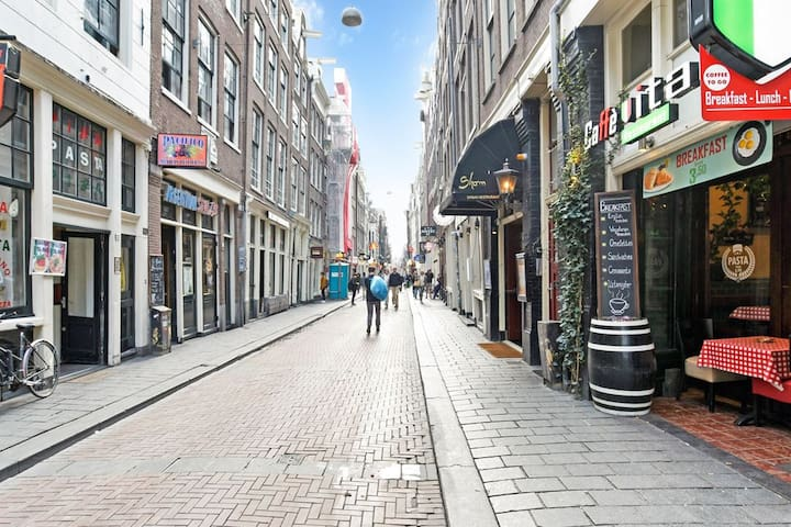 200m from Central Station- THE 24/7 street of AMS