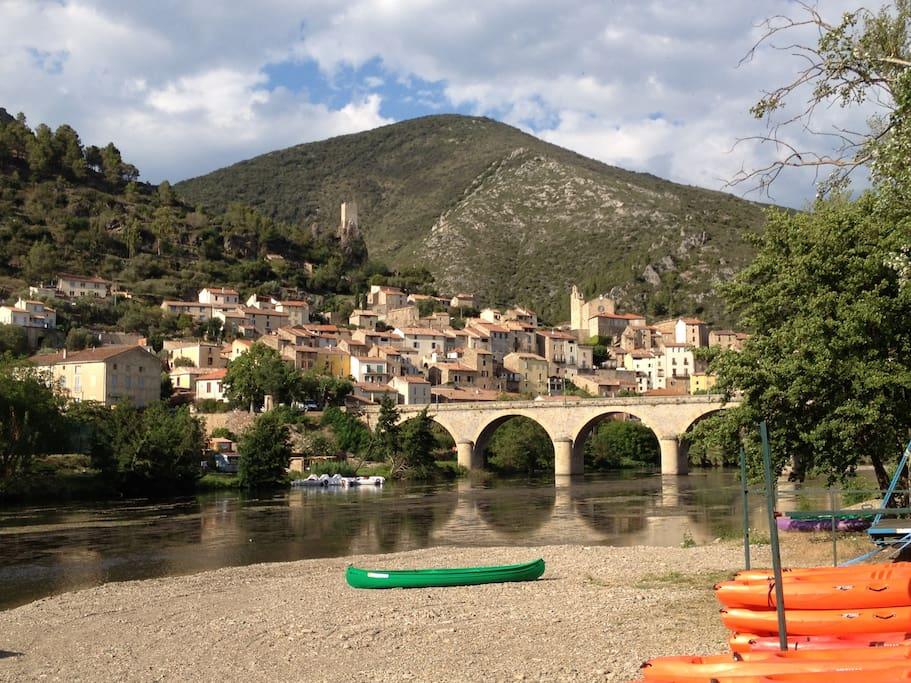 Roquebrun depuis la base de canoë