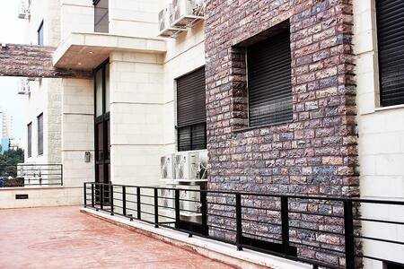 1BR Elegant, fully furnished apartment