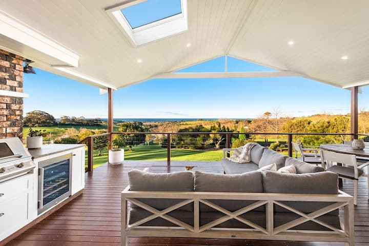 Hilltop Haven - stunning views, privacy and space
