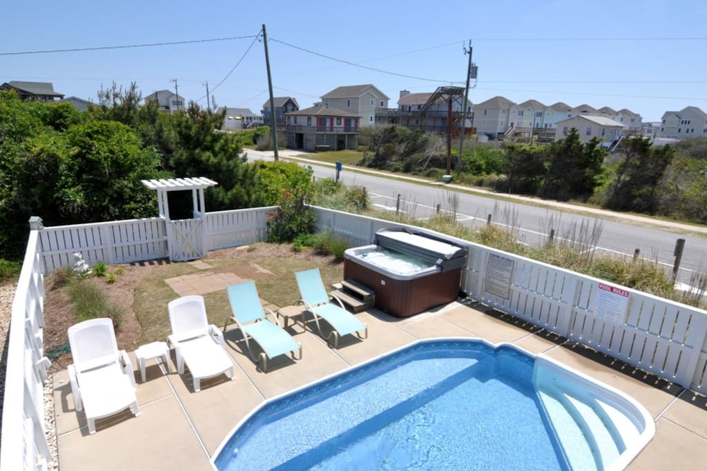 JR369: Point Of Views NC | Pool Area