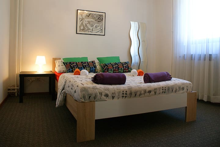 Violet private room,15 min from sea - Pobri - Huis