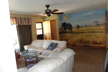 Private Room at Owner House - Laramie