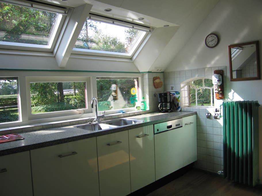 Moderne keuken met aansluitend ruime woonkeuken