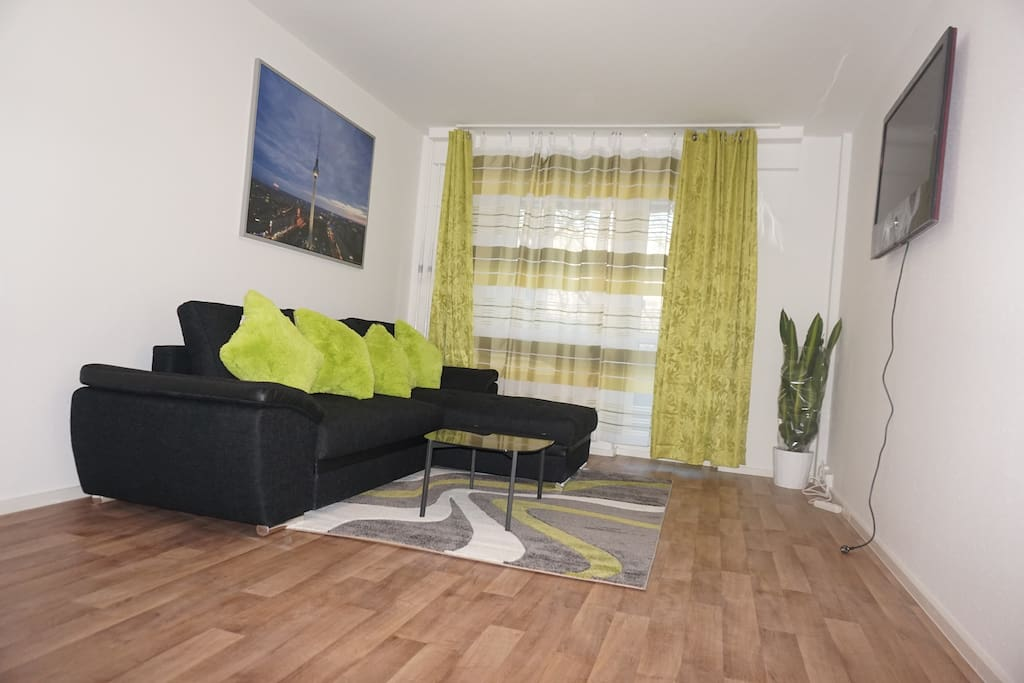 Spacious flat and perfectly located: Living room...