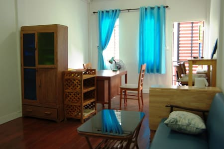 Thonburi2: Private Room next to BTS, A/C, wifi - Thonburi - Byhus