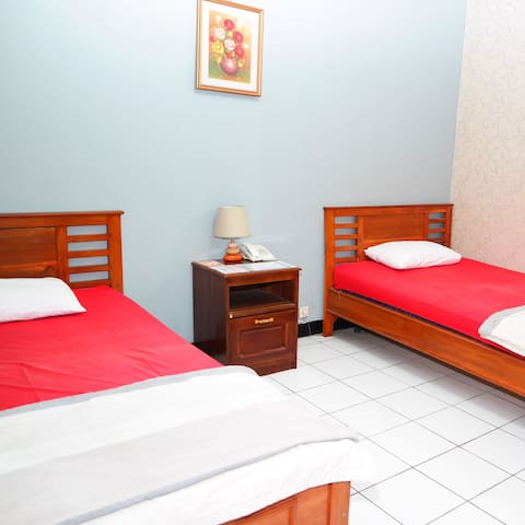 La Derra Standard Three Bed Room - Kecamatan Purwakarta - Bed & Breakfast