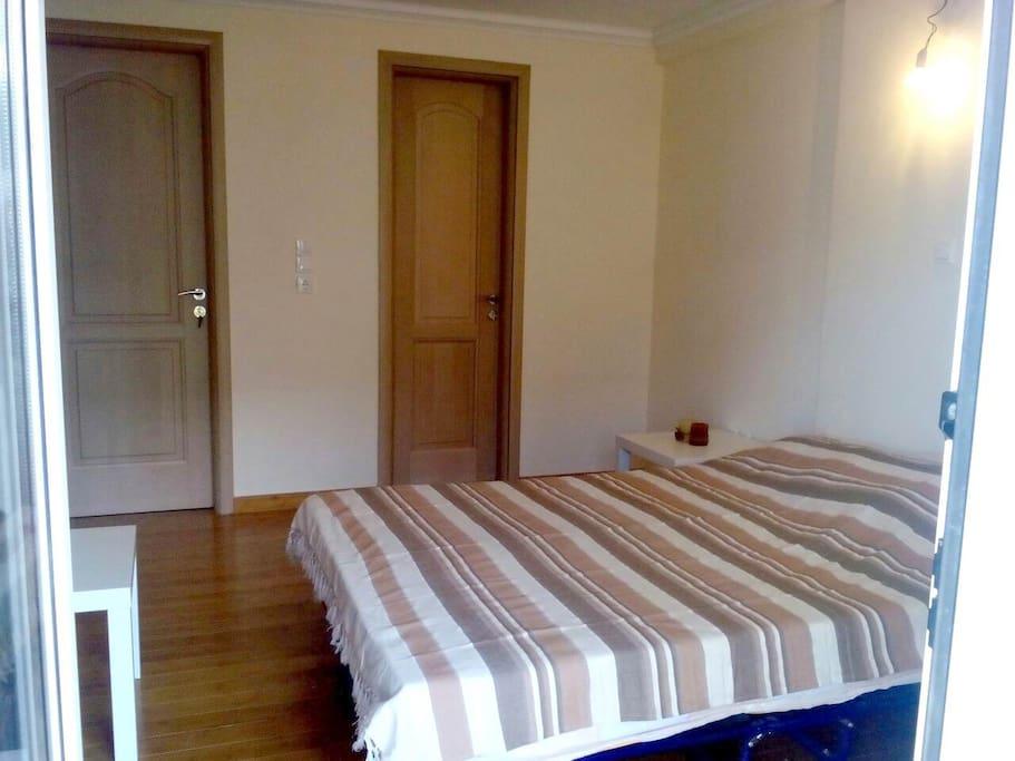 Master bedroom with its own bathroom,vesitario and balcony