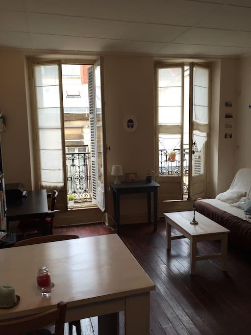 Cozy studio dijon hypercentre appartements louer for Appartement atypique dijon louer
