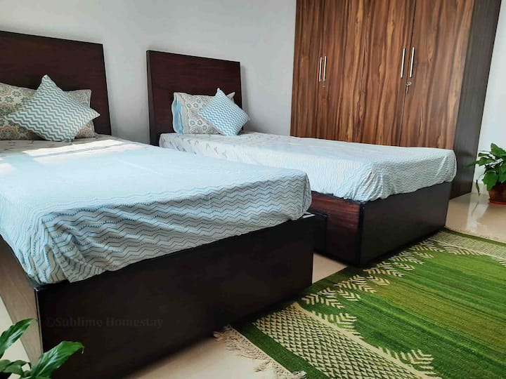 Sublime Home stay: Deluxe Twin Bedded Room