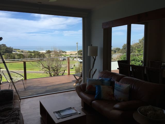 Kennet River, views, relaxing, and local wildlife - Kennett River - Apartemen