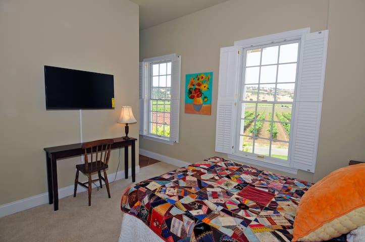 Twin Sisters Suite - Second floor facing vineyard and sunset.  Queen bed.  Flat screen TV.  Shares Jack & Jill bathroom with Suisun Creek Suite.