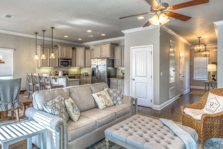 10% off Spring Sale! Bike to Beach,30A, & Rosemary! Golf Cart! Beautifully Updated Inlet Beach Home!