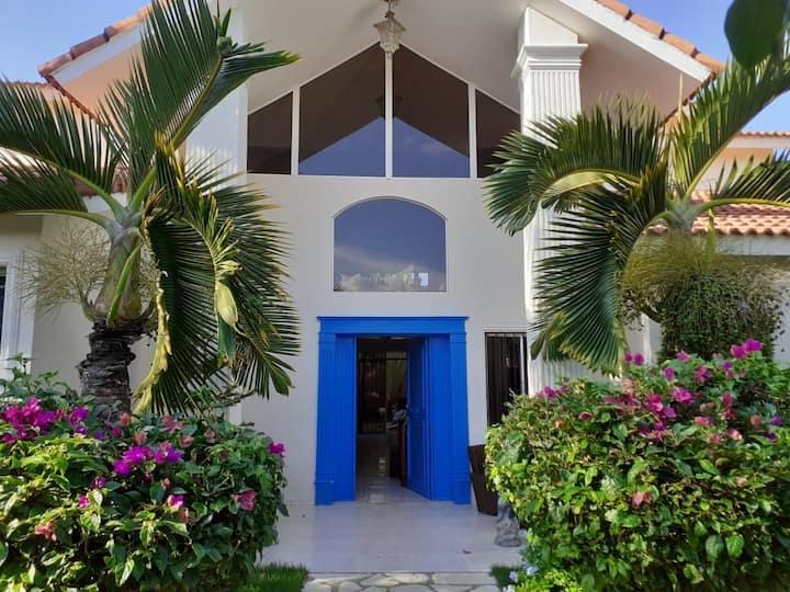 La Puerta Azul : A Villa for Serenity.