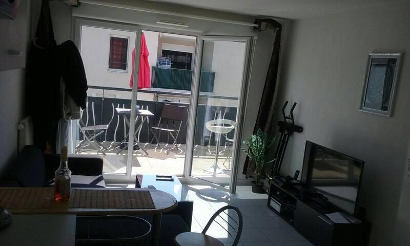 T2(terrasse,parking)10min D'EUREXPO et PARC OL