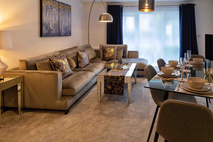 Gatwick-Stunning modern 2 bed apartment in Crawley