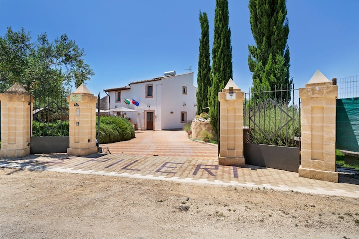 Charming Holiday Home in Sciacca with Swimming Pool