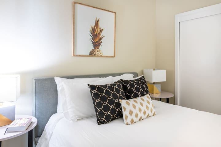 Kasa   Charlotte   Sophisticated 1BD/1BA Uptown Apartment