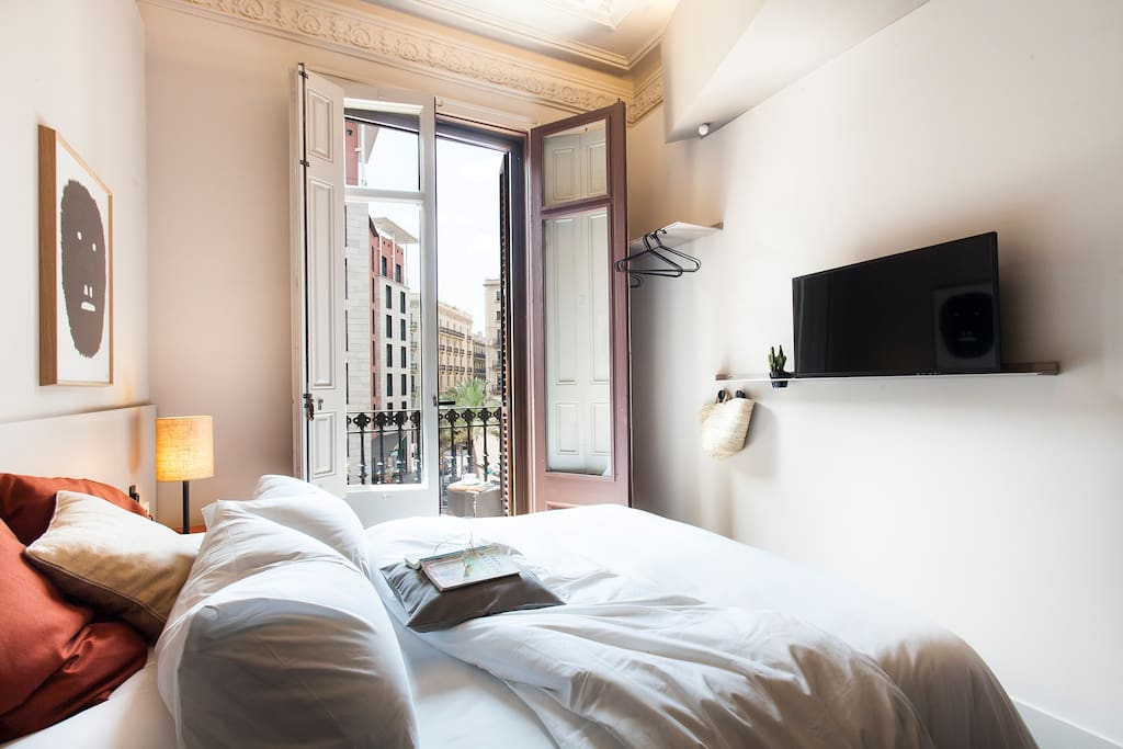 Double room with balcony with street views