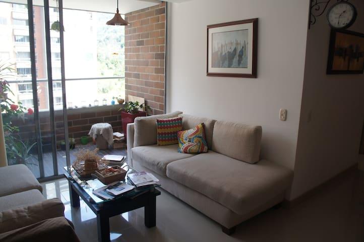 Habitación en apartamento familiar - Envigado - Flat