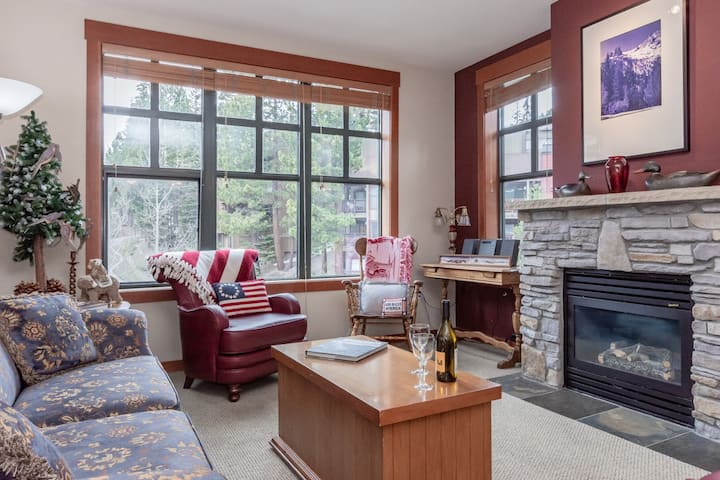 Inviting Condo in Village with easy ski access