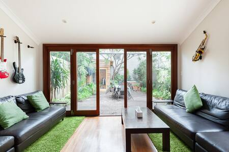 Eastern Suburbs Comfortable Home