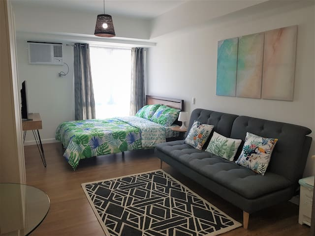 Tropical  Abreeza Condo  Great Location  FREE WIFI