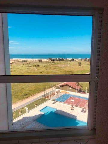 Uma vista maravilhosa,com a janela aberta