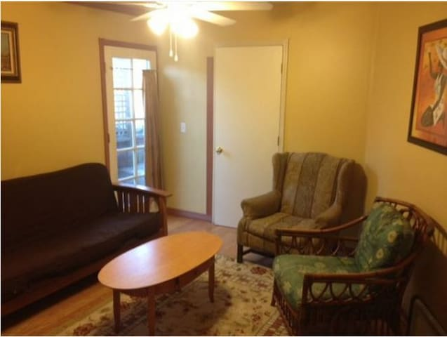 The Guest House - Sleeps 2 people 1 bed 1 bath