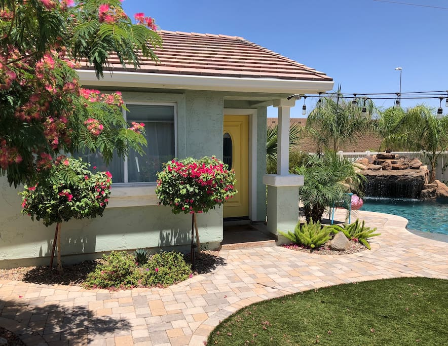 Tropical paradise in the heart of Gilbert!