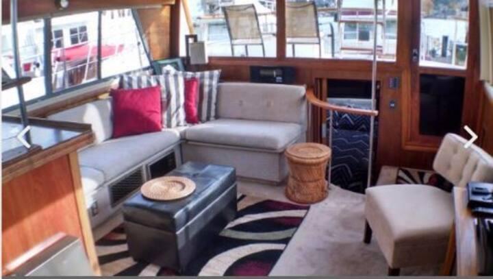 Spacious Houseboat on Beautiful Lake Union Seattle