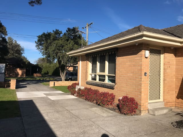 Ideal seaside Melbourne townhouse