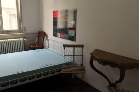Schönes, kleines Zimmer mitten in der Altstadt - Tübingen