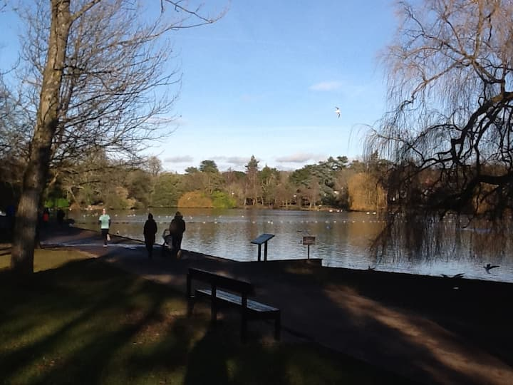 Lovely 2 bed apartment in beautiful lake location