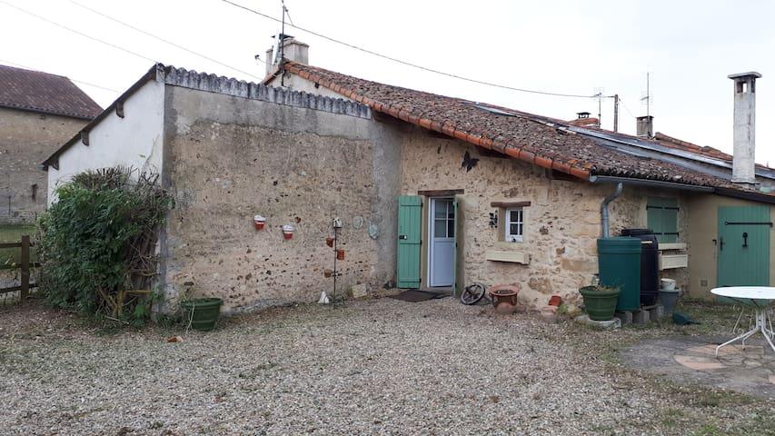 Charmante petite maison tout confort au calme.