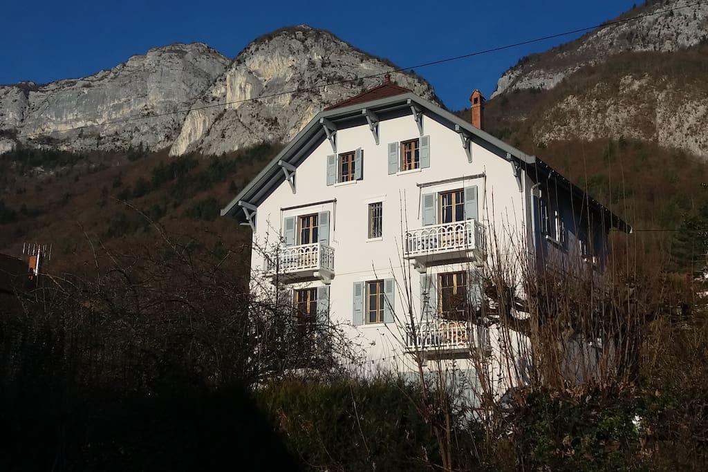 Belle maison proche annecy 5 min pied du lac maisons for Annecy location maison