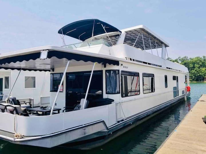 Luxury Houseboat Event/Wedding Venue