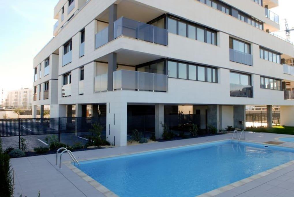 Edificio Ses Feises y piscina / Ses Feises building & pool