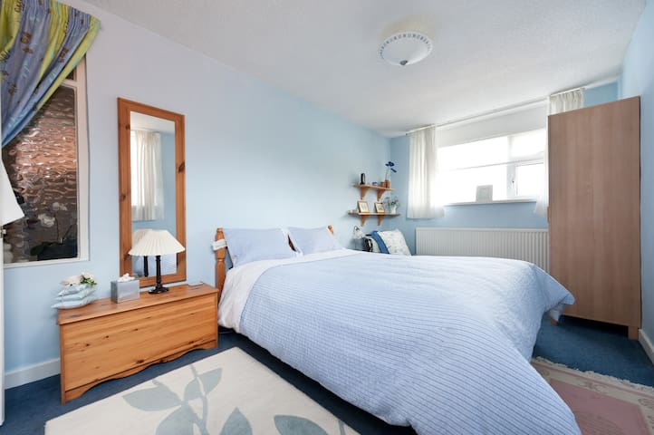 Lovely Guest bedroom & Fab Ensuite - Stockport - Hus