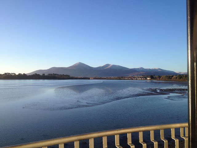 Fabulous apartment, Mountain & Bay Views Dundrum